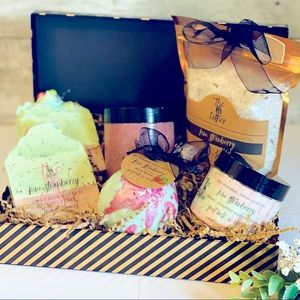 Kiwi Strawberry All Natural SkinEssential Gift Set